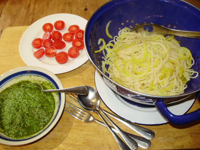 6. Spaghetti & courgetti drained - everything is ready to serve